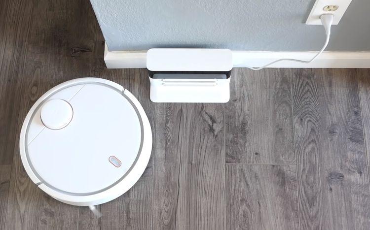 Xiaomi Mi Robot Vacuum a dobíjacia stanica