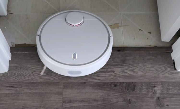 Xiaomi Mi Robot Vacuum si poradí s 2 cm prekážkami