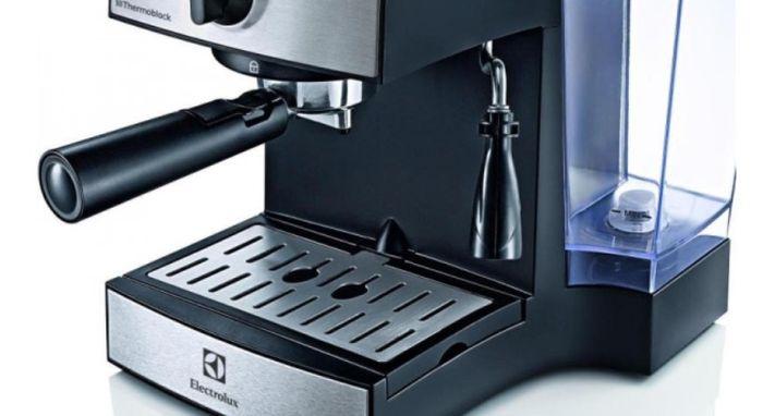 Pákový kávovar Electrolux EEA 111