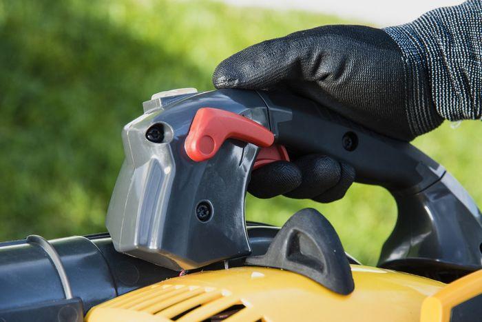 Ovládanie benzínového vysávača lístia Stiga SBL 327 V