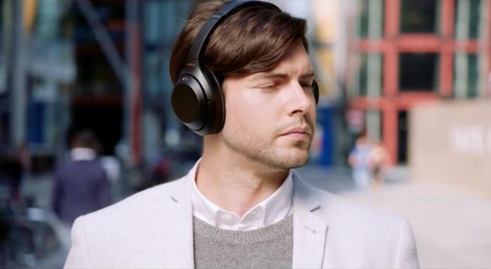 Počúvanie hudby cez slúchadlá Sony WH-1000XM3
