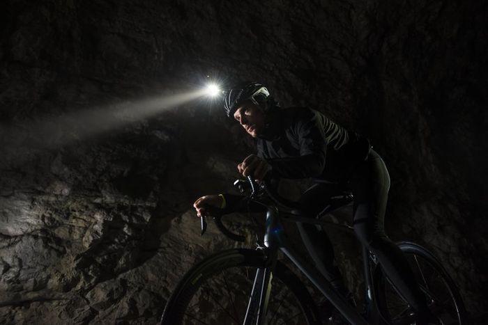 Predné svetlo na bicykel Garmin Varia UT 800
