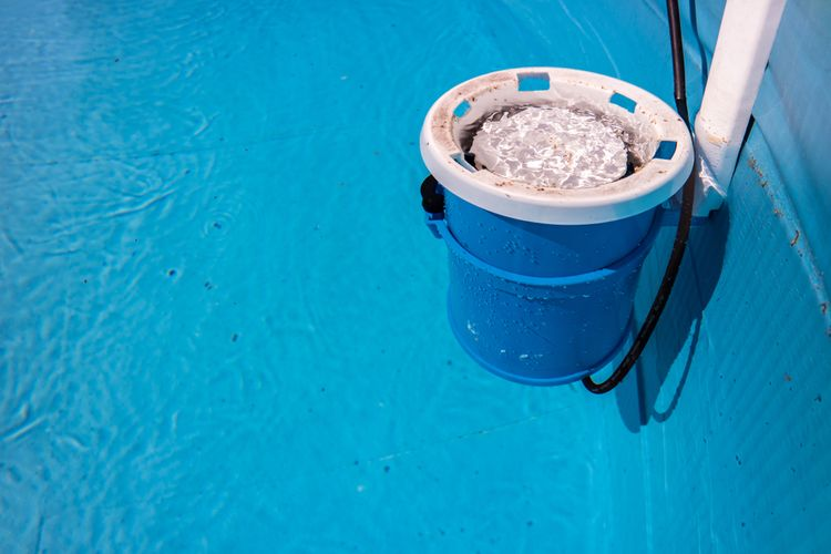 Bazénová filtrácia na vodnej hladine