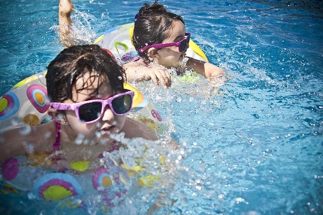Deti v nafukovacom bazéne