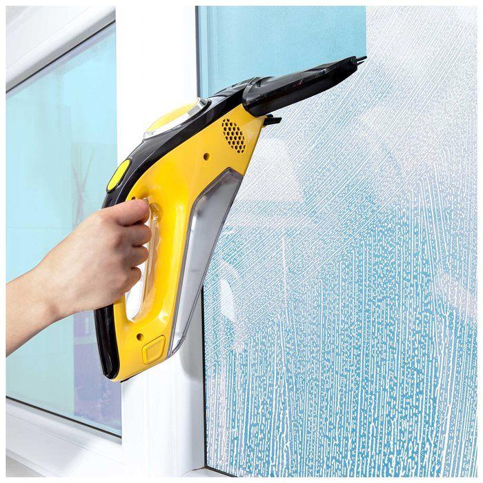 Čistenie okien s prístrojom Sencor SCW 3001YL