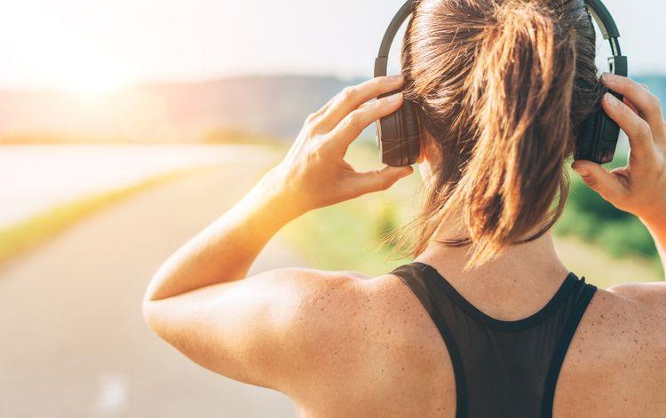 Bezdrôtové slúchadlá cez hlavu na šport