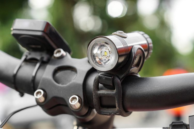 Kovové predné svetlo na bicykel