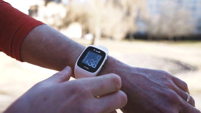 Športové hodinky Polar M430 sa ovládajú pomocou tlačidiel