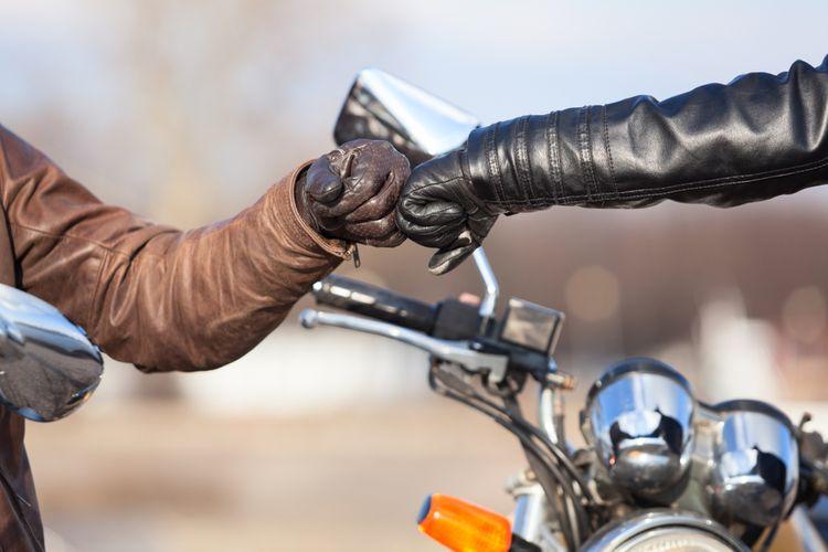 Motorkári v kvalitnom oblečení