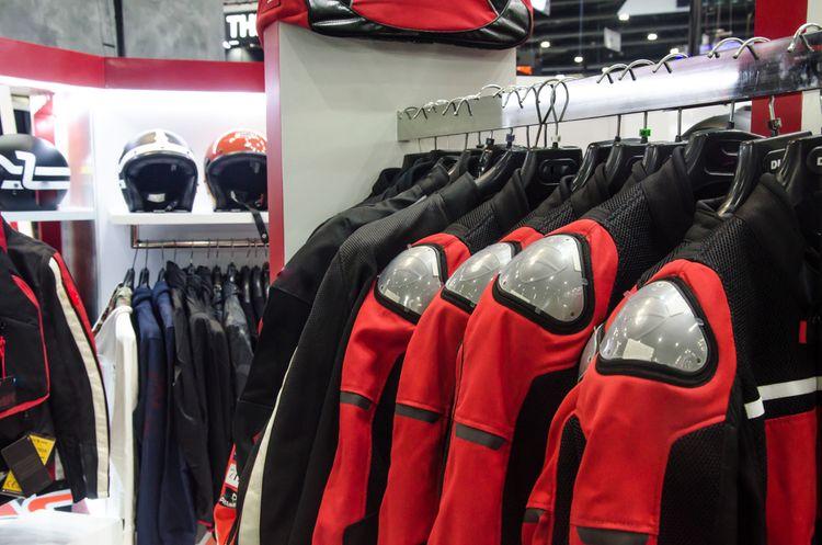 Textilné motorkárske bundy s výstužou na ramenách