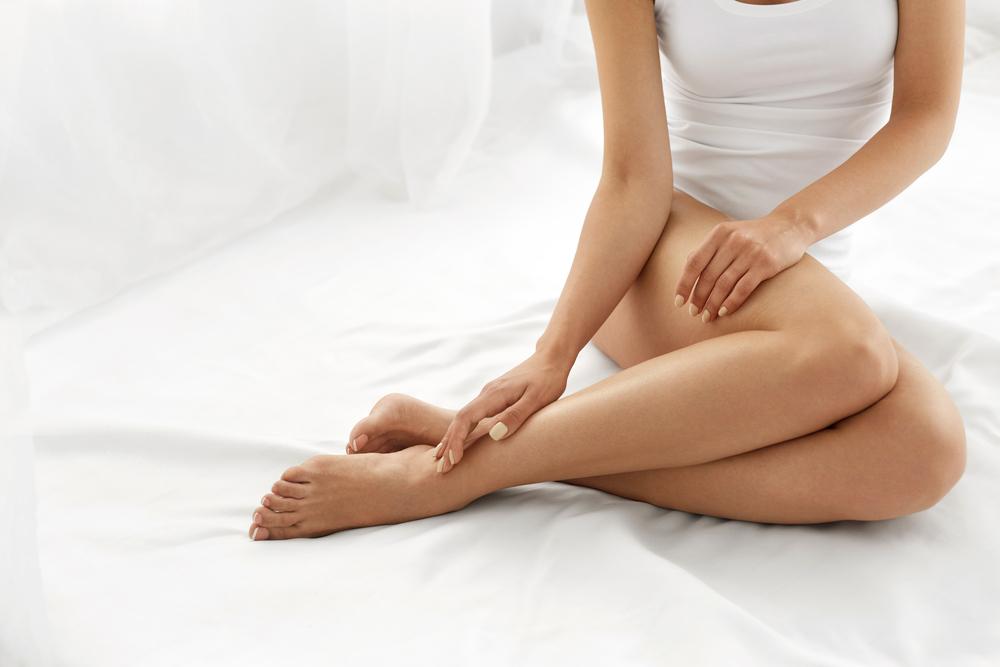Hladké nohy po epilácii IPL epilátorom