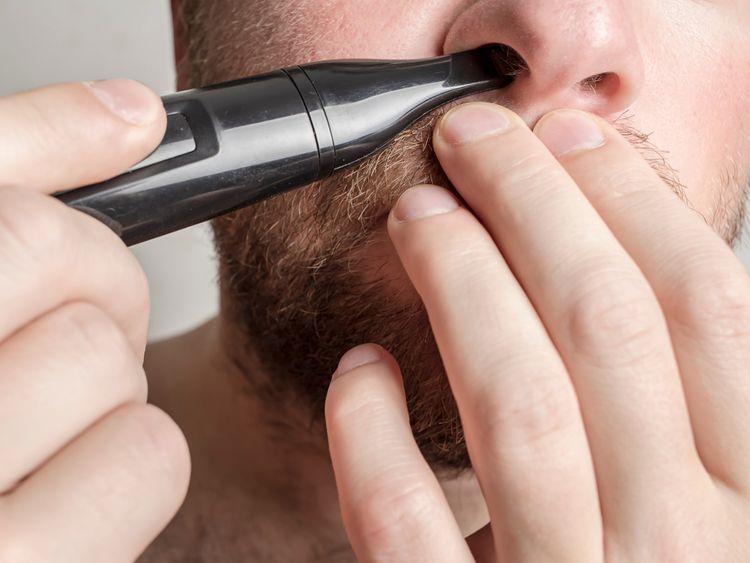 Použitie zastrihávača nosných chĺpkov