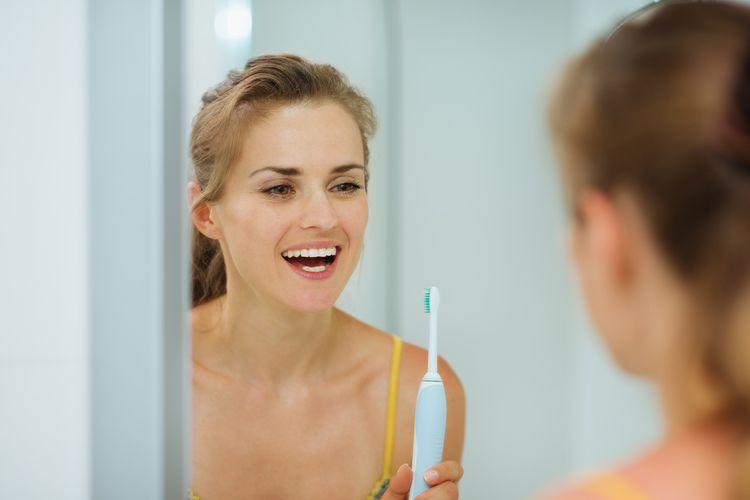 Sonické zubné kefky čistia zuby šetrne