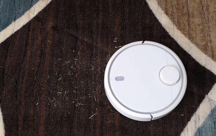 Xiaomi Mi Robot Vacuum si poradí aj s nečistotami na koberci
