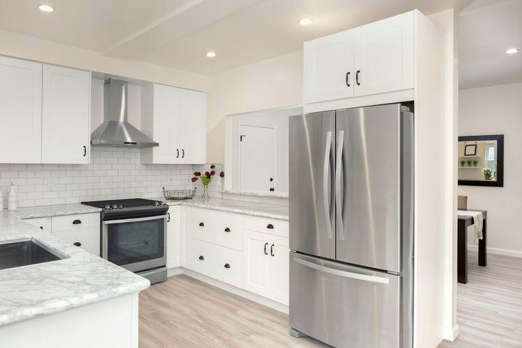 Americká chladnička v kuchyni