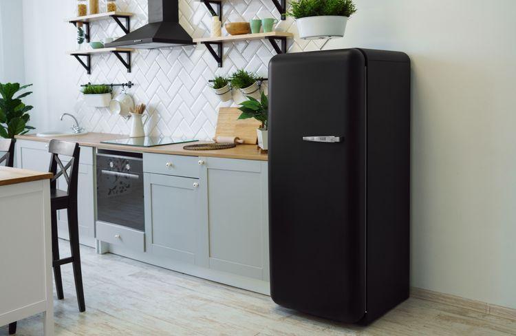 Čierna retro chladnička