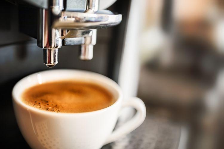 Príprava kávy v automatickom kávovare