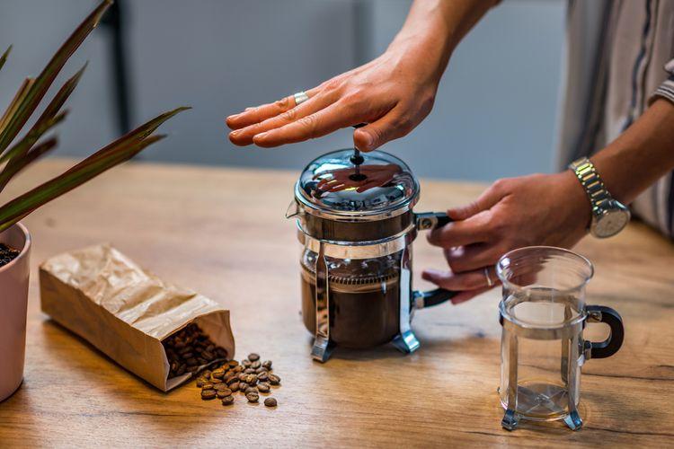 Príprava kávy vo french press kávovare