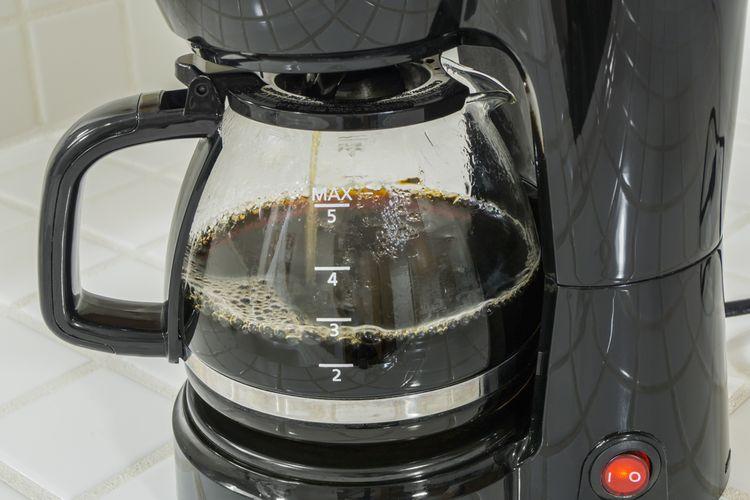 Odkvapkávací kávovar – aké funkcie si všímať pri výbere?