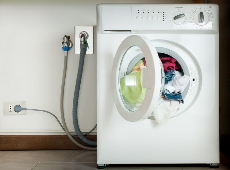 Medzi najčastejšie poruchy práčok sa radí aj nenapúšťanie vody
