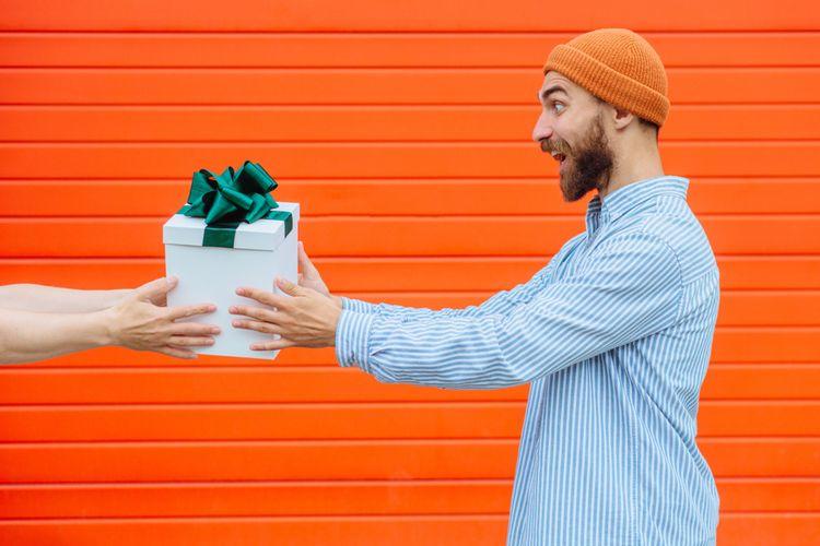 Pri výbere darčeka pre muža je dôležitý vek obdarovaného