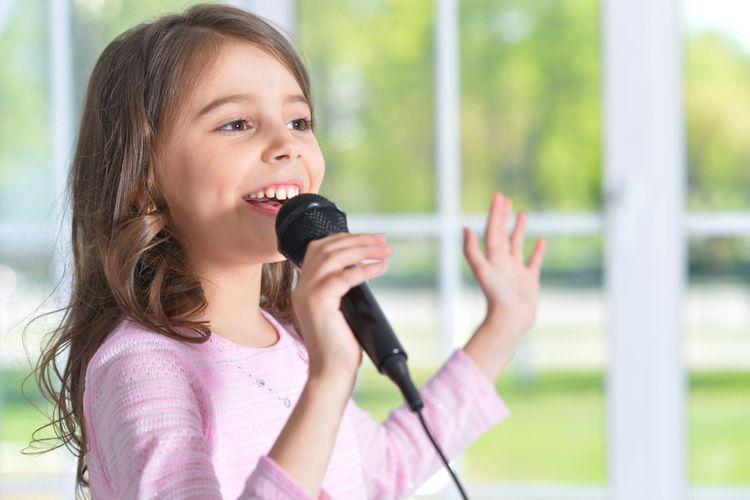 Spievajúce dievčatko