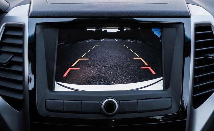 Ako namontovať cúvaciu kameru do auta