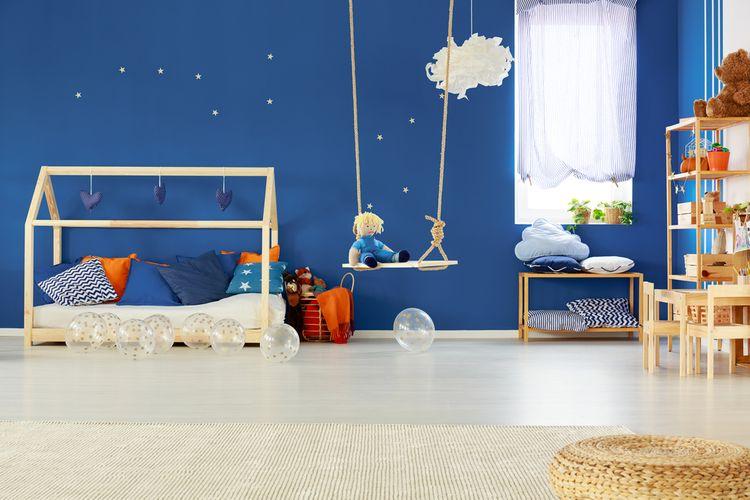 Drevená hojdačka v detskej izbe