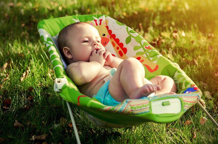 Zelené hojdacie ležadlo pre bábätká