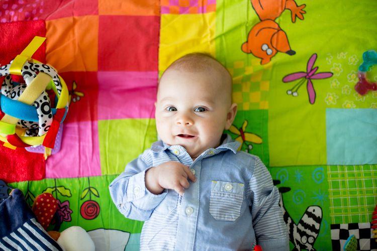 Farebná hracia deka