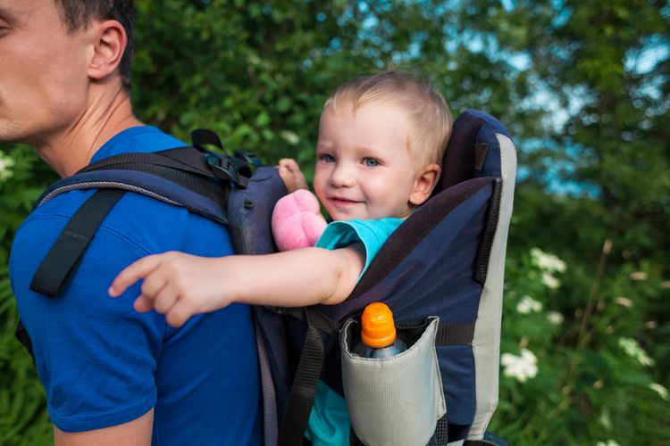 Turistický nosič s držiakom na fľašu