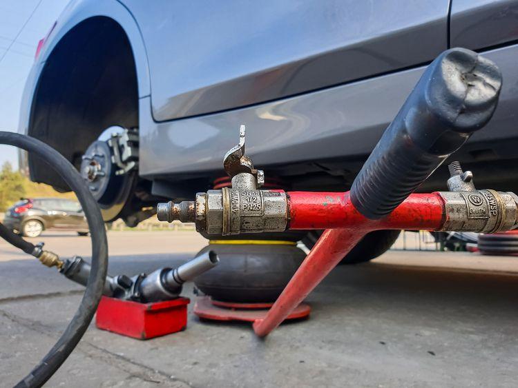 Pneumatický zdvihák na auto – výber