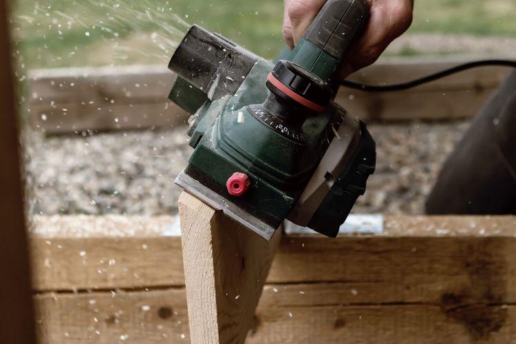 Elektrický hoblík na drevo