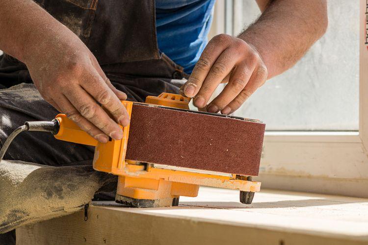 Hobby pásová brúska – napínanie brúsneho pásu