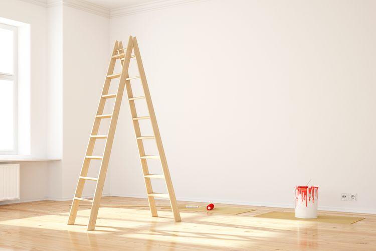 Áčkový drevený rebrík na maľovanie