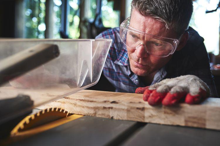 Rezanie dreva pomocou stolnej kotúčovej píly