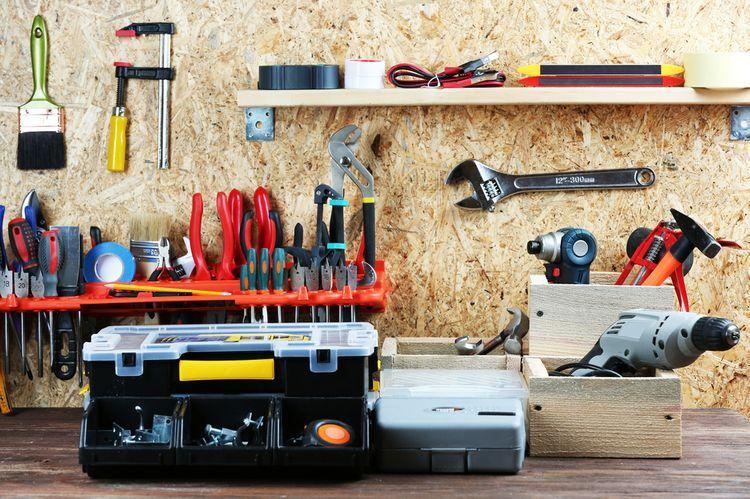 Aké náradie do domácej dielne? Vyskúšajte akumulátorové a elektrické profi náradie