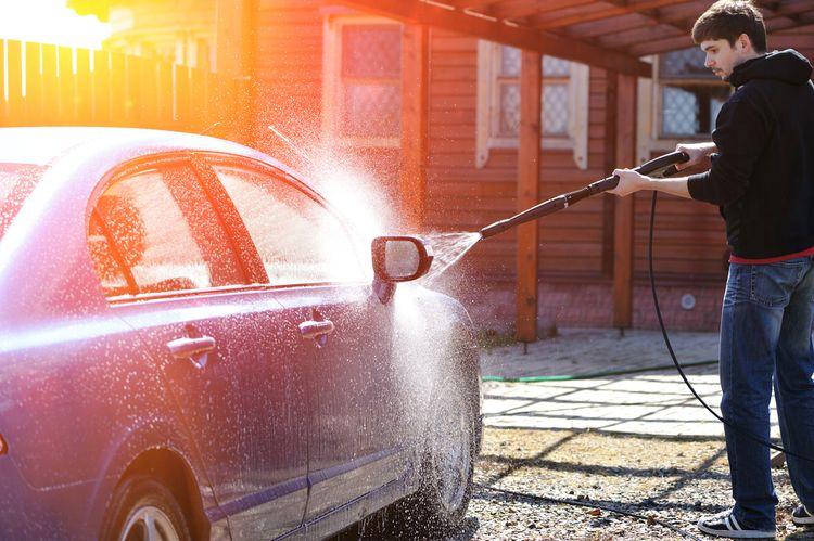Vysokotlakový čistič na čistenie auta