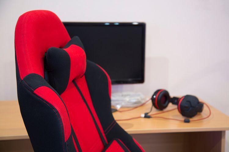 Červeno-čierne herné kreslo s opierkou hlavy