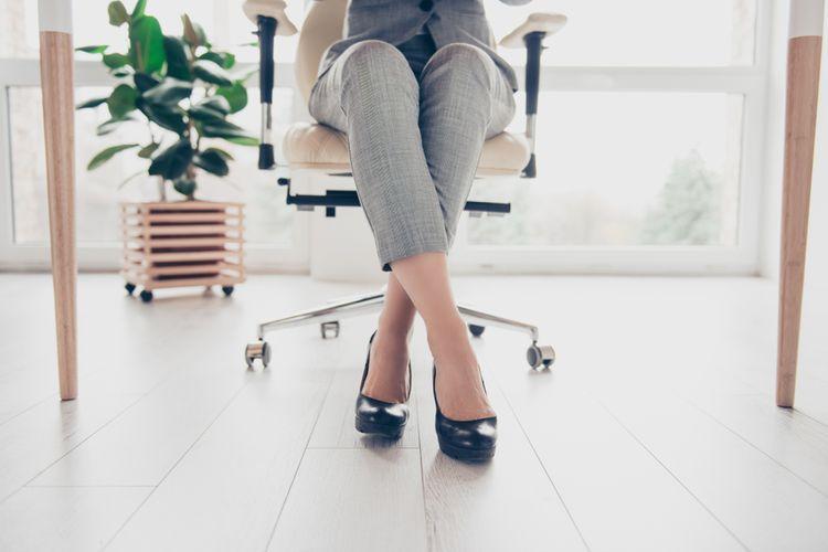 Ako správne sedieť na kancelárskej stoličke