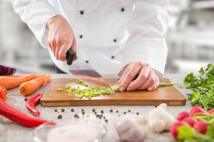 Krájanie zeleniny univerzálnym kuchynským nožom