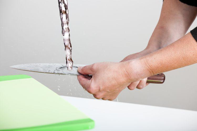 Ručné umývanie kuchynského noža
