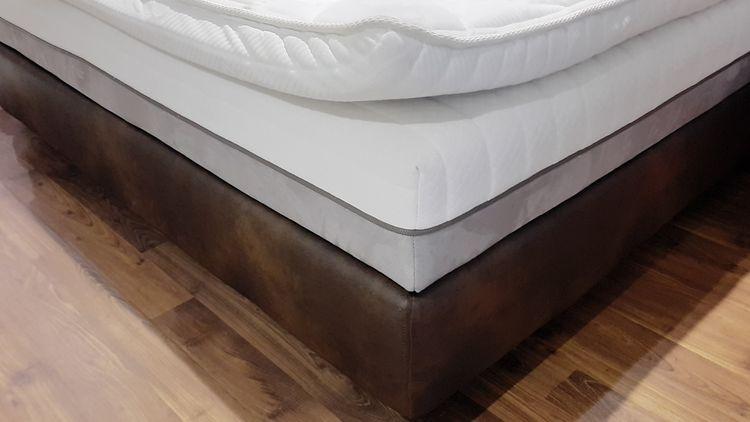 Posteľ s doplnkovým matracom