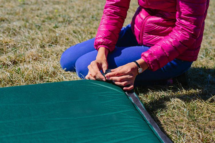 Zelený samonafukovací matrac