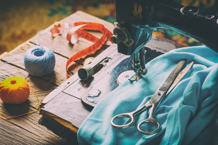 KOmbinovaný vintage šijací stroj
