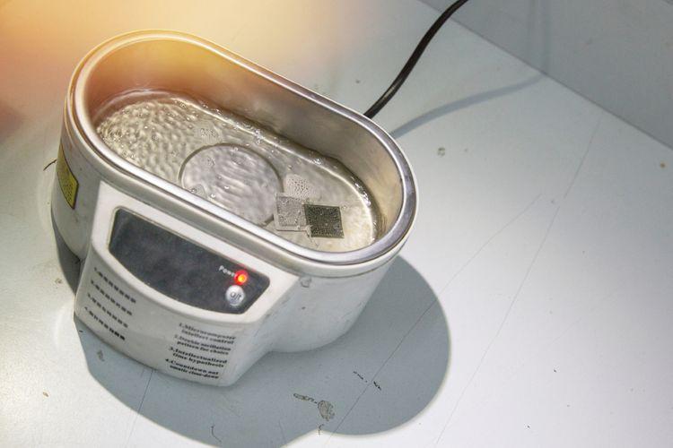 Priemyselná ultrazvuková čistička