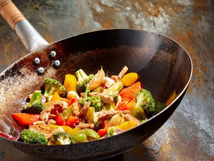Najlepšia wok panvica na prípravu mäsa a zeleniny
