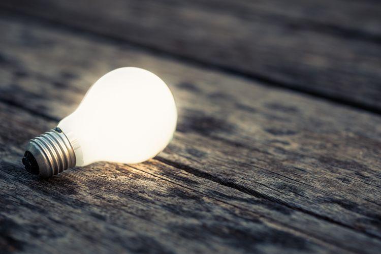 LED žiarovka s bielym svetlom s E27 závitom