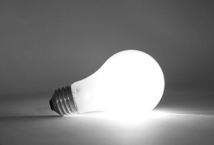 LED žiarovka s bielym svetlom