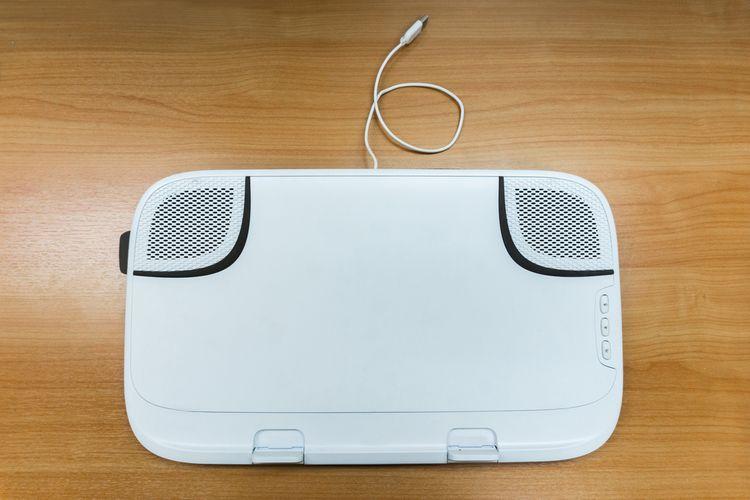 Biela chladiaca podložka pod notebook s 2 ventilátormi